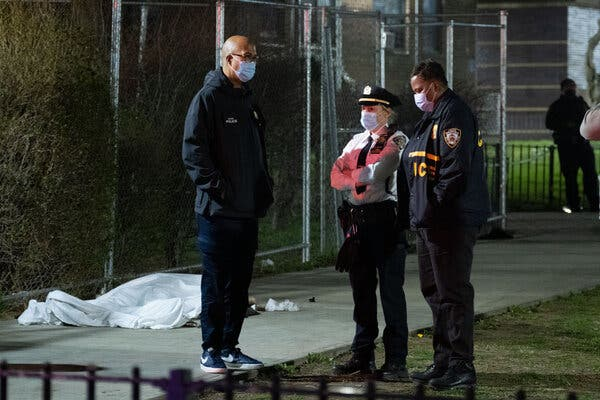 Brooklyn Man Kills Woman and Her Two Daughters, Then Himself